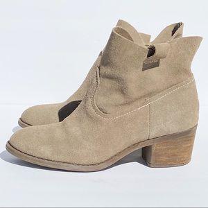 Carlos Santana Tan Suede Ankle Boots EUC